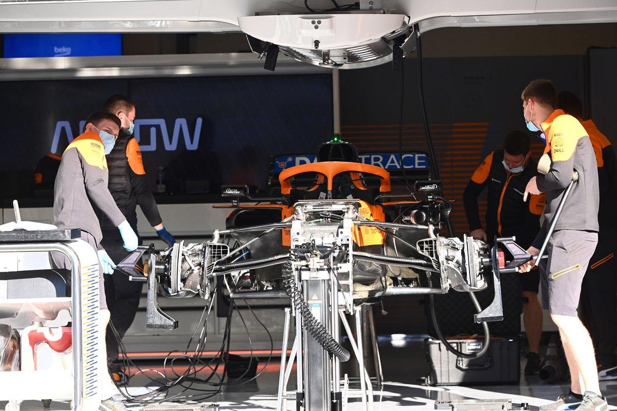 Detalhe frontal do MCL35 da McLaren