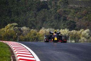 Алекс Элбон, Red Bull Racing RB16