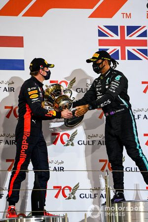 Max Verstappen, Red Bull Racing, 2nd position, and Lewis Hamilton, Mercedes-AMG F1, 1st position, with the winners trophy