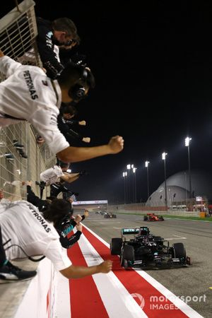 Lewis Hamilton, Mercedes F1 W11, 1st position, takes victory to the delight of his team