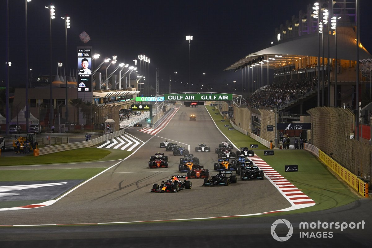 Pemandangan start F1 GP Bahrain