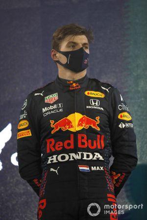 Max Verstappen, Red Bull Racing RB16B, 2e plaats, op het podium