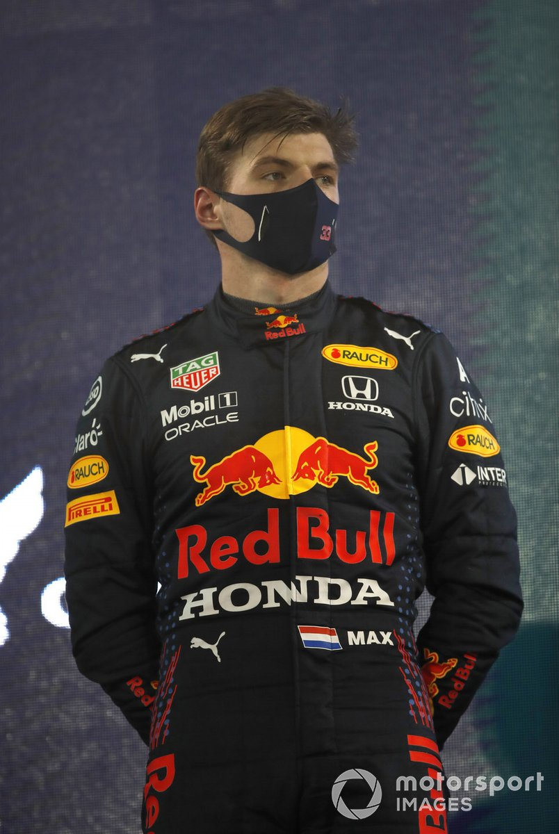 Max Verstappen, Red Bull Racing RB16B secondo, sul podio