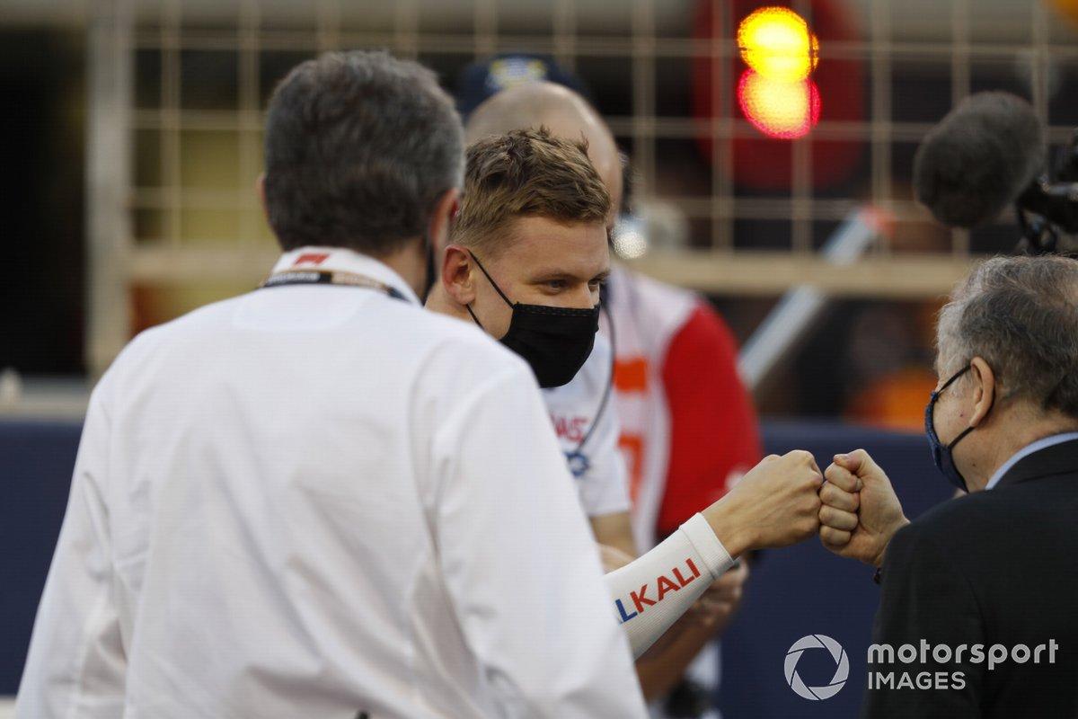 Mick Schumacher, Haas F1, con Jean Todt, Presidente FIA