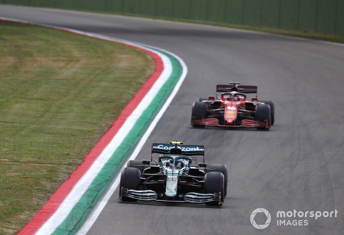 Sebastian Vettel, Aston Martin AMR21, Charles Leclerc, Ferrari SF21