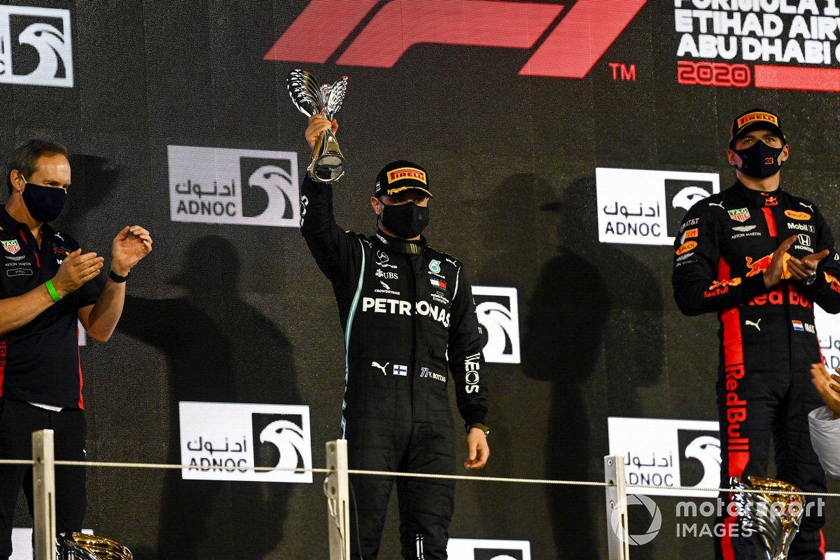Podio: Paul Monaghan, Jefe de ingenieros de Red Bull Racing, segundo lugar Valtteri Bottas, Mercedes-AMG F1, ganador Max Verstappen, Red Bull Racing, y tercer lugar Lewis Hamilton, Mercedes-AMG F1