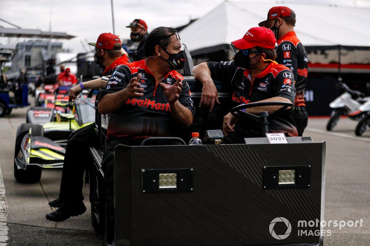 Ed Jones, Dale Coyne Racing with Vasser Sullivan Honda crew