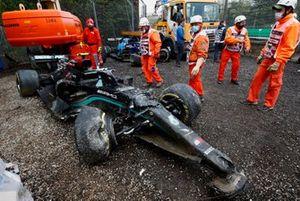 Разбитый болид Mercedes Валттери Боттаса