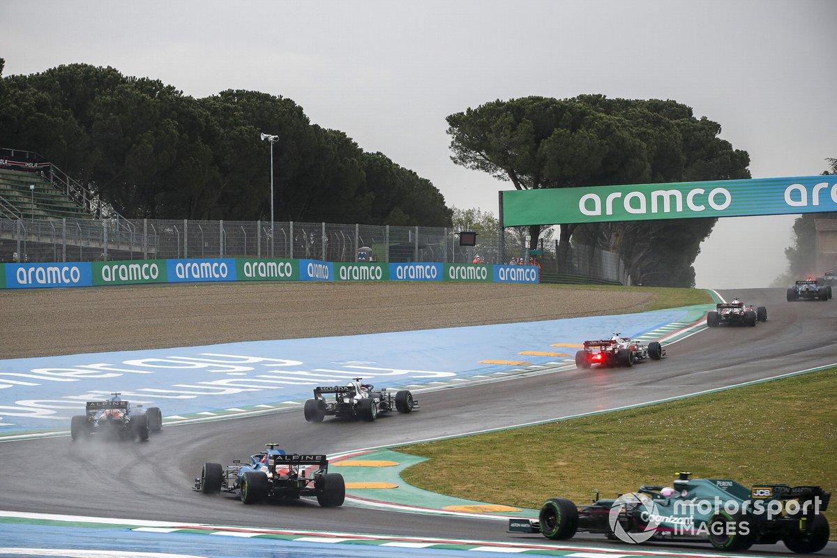 Yuki Tsunoda, AlphaTauri AT02, Fernando Alonso, Alpine A521, Esteban Ocon, Alpine A521, Sebastian Vettel, Aston Martin AMR21