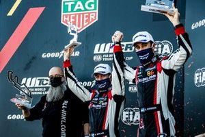 Podio: El ganador de la carrera Esteban Guerrieri, ALL-INKL.COM Münnich Motorsport Honda Civic TCR, Nestor Girolami, ALL-INKL.COM Münnich Motorsport Honda Civic TCR