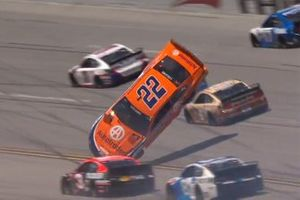 Joey Logano, Team Penske, Ford Mustang crash