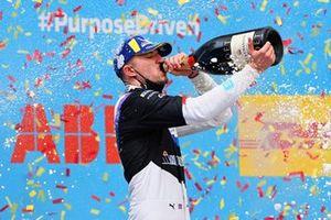 Jake Dennis, BMW i Andretti Motorsport, 1st position, drinks champagne on the podium