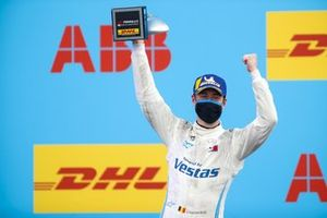 Stoffel Vandoorne, Mercedes-Benz EQ, 3rd position, with his trophy