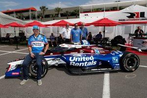 Graham Rahal, Rahal Letterman Lanigan Racing Honda presenta su decoración para la Indy 500. El coche está basado en el ganador de la Indy 500 de 2004 de Buddy Rice, y está patrocinado por United Rentals