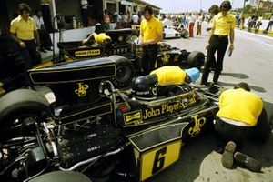 The Lotus mechanics work on the 72E of Jacky Ickx, who finished ninth in the race