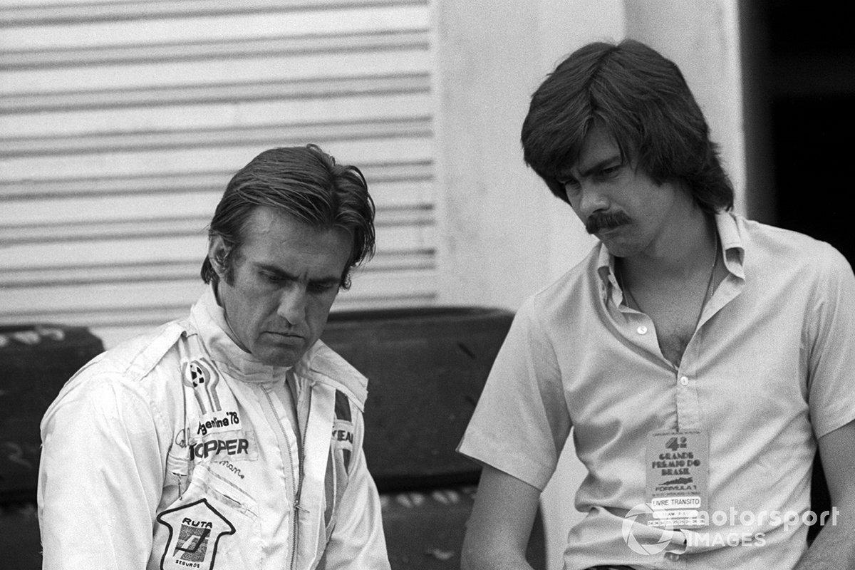 Carlos Reutemann, Brabham, parla con Gordon Murray, Brabham Designer