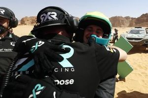 Molly Taylor, Rosberg X Racing, celebrates with her team in Parc Ferme