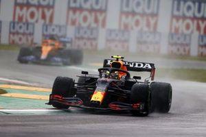 Sergio Perez, Red Bull Racing RB16B, Daniel Ricciardo, McLaren MCL35M