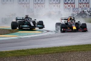 Max Verstappen, Red Bull Racing RB16B, Lewis Hamilton, Mercedes W12, at the start