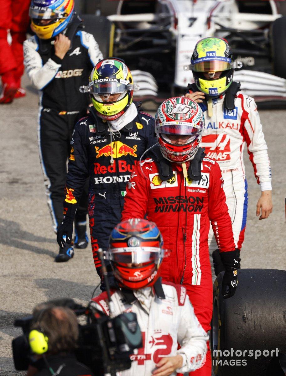 Kimi Raikkonen, Alfa Romeo Racing, Charles Leclerc, Ferrari, Sergio Perez, Red Bull Racing, Mick Schumacher, Haas F1, e Fernando Alonso, Alpine F1