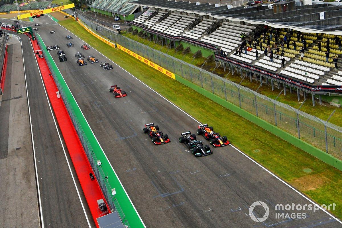 Salida Lewis Hamilton, Mercedes W12, Max Verstappen, Red Bull Racing RB16B, Sergio Pérez, Red Bull Racing RB16B