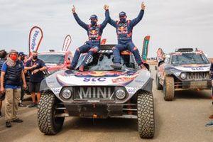 Les vainqueurs #302 X-Raid Mini JCW Team: Stéphane Peterhansel, Edouard Boulanger