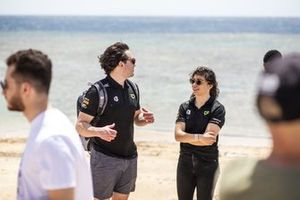 Jamie Chadwick, Veloce Racing, chats with a member of the Veloce Racing team