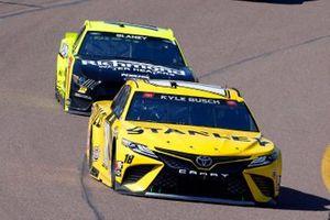 Kyle Busch, Joe Gibbs Racing, Toyota Camry STANLEY, Ryan Blaney, Team Penske, Ford Mustang Menards/Richmond Water Heaters