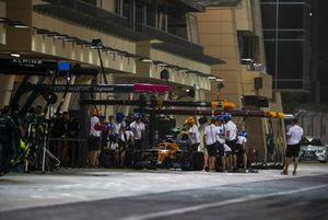 Lando Norris, McLaren MCL35M pit stop