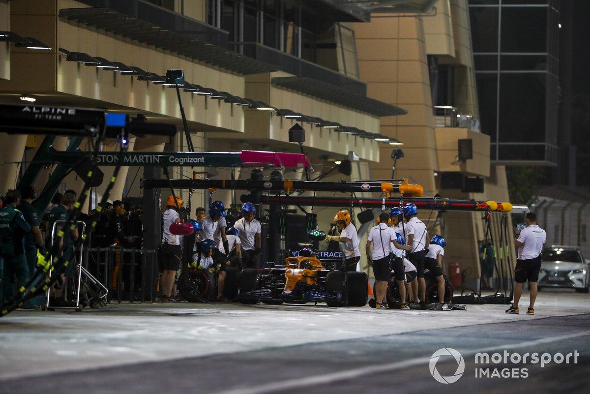 Lando Norris, McLaren MCL35M fait un arrêt au stand