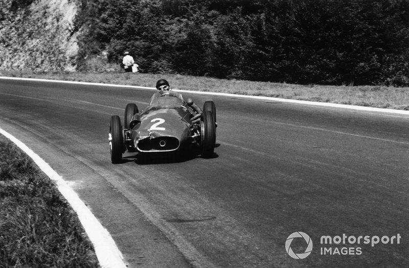 Уже следующей зимой обладавший невероятным чутьем Фанхио покинул Маранелло и перебрался в Maserati, с которой в сезоне-57 стал чемпионом в пятый раз
