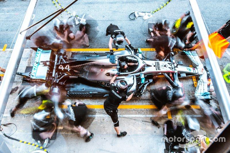 Mercedes AMG F1 W10, pit-stop antrenmanı