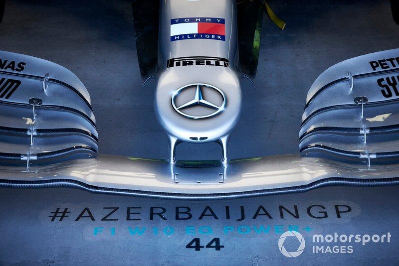 Dettaglio del naso di una Mercedes AMG F1 W10