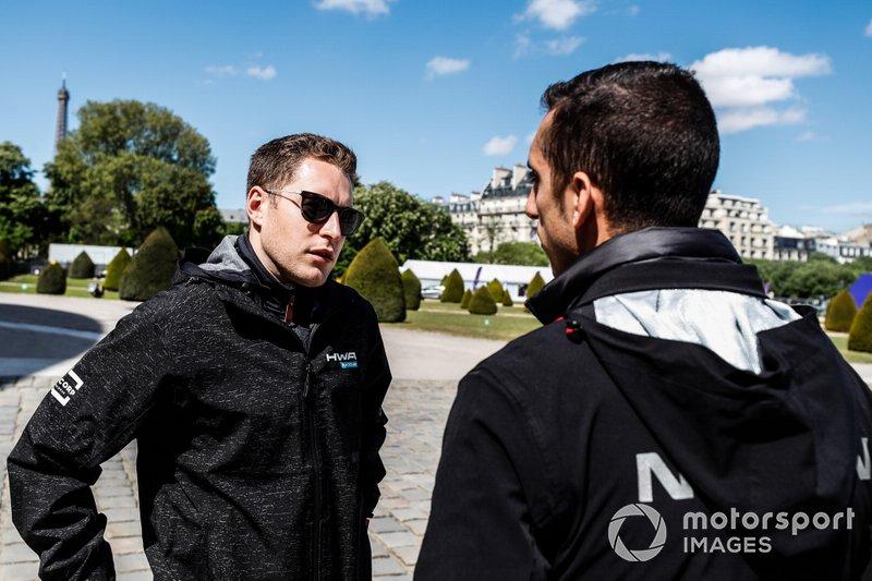 Stoffel Vandoorne, HWA Racelab, talks to Sébastien Buemi, Nissan e.Dams