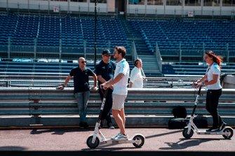 Antonio Felix da Costa, BMW I Andretti Motorsports su un monopattino