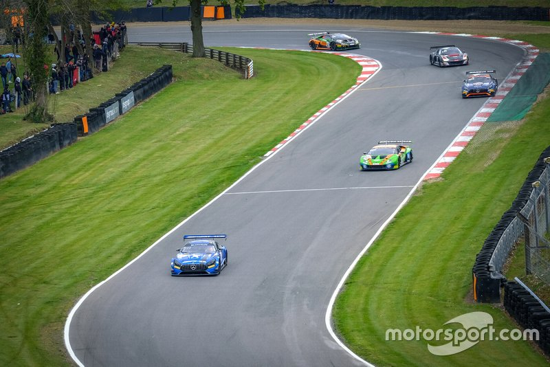 Acción de carrera en Brands Hatch