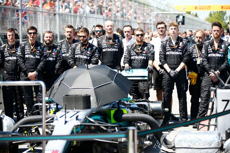 Mercedes mechanics on the grid during the national anthem