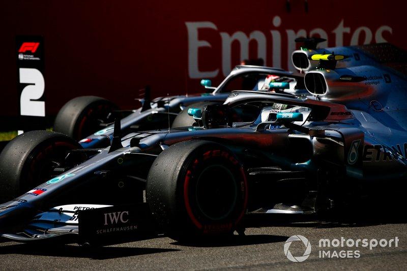 Segundo Lewis Hamilton, Mercedes AMG F1 y el ganador de la pole Valtteri Bottas, Mercedes AMG F1