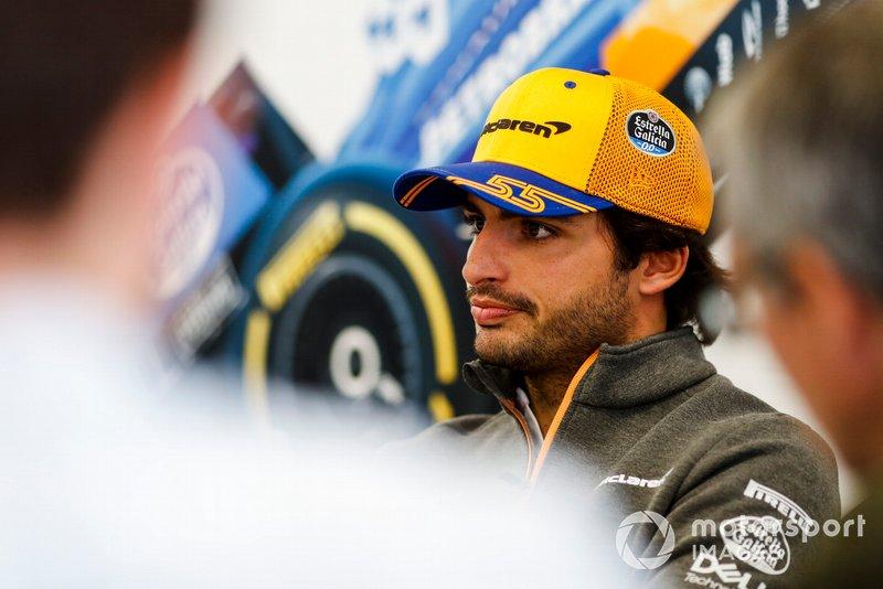 Carlos Sainz Jr., McLaren parle aux médias