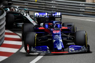 Daniil Kvyat, Toro Rosso STR14, leads Lewis Hamilton, Mercedes AMG F1 W10