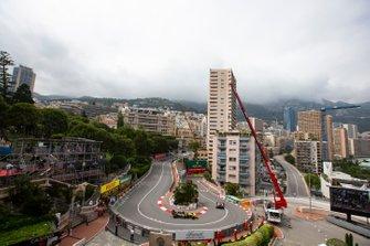 Kimi Raikkonen, Alfa Romeo Racing C38, devant Daniel Ricciardo, Renault R.S.19
