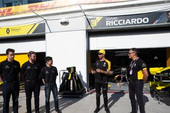 Engineering participants with Daniel Ricciardo