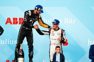 Race winner Jean-Eric Vergne, DS TECHEETAH congratulates Sébastien Buemi, Nissan e.Dams, 3rd position, on the podium