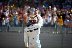 Pole Sitter Lewis Hamilton, Mercedes AMG F1 festeggia al Parc Ferme