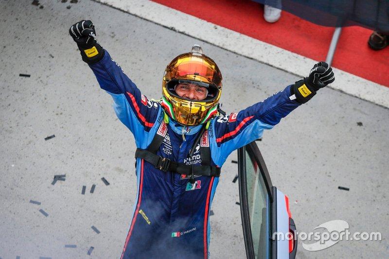 Il vincitore della gara Gabriele Tarquini, BRC Hyundai N Squadra Corse Hyundai i30 N TCR