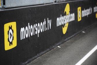 Insegne Motorsport.com e Motorsport.tv sul rettilineo principale