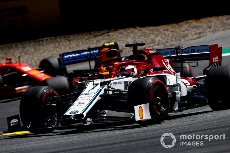 Кими Райкконен, Alfa Romeo Racing C38, и Ландо Норрис, McLaren MCL34