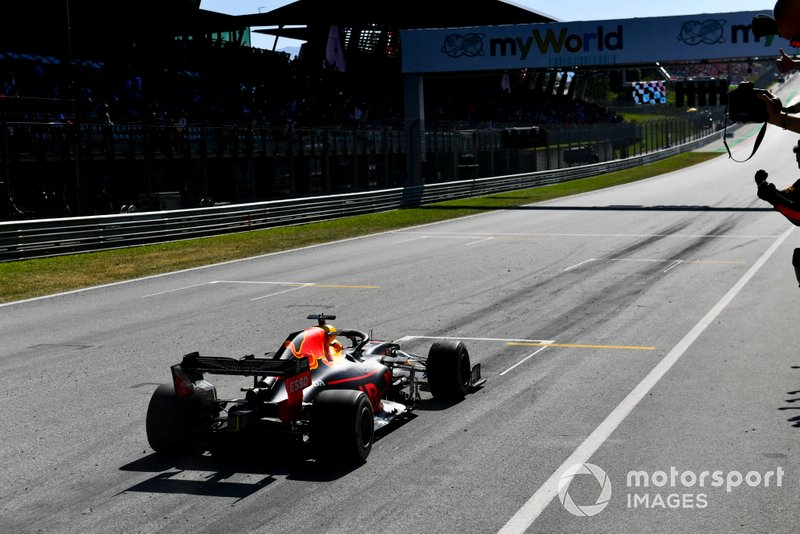 Le vainqueur Max Verstappen, Red Bull Racing RB15