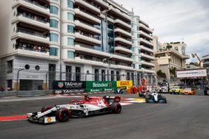 Kimi Raikkonen, Alfa Romeo Racing C38, leads Robert Kubica, Williams FW42, Antonio Giovinazzi, Alfa Romeo Racing C38, and George Russell, Williams Racing FW42