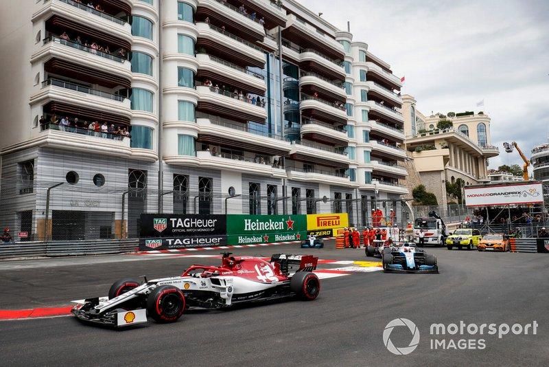 Kimi Raikkonen, Alfa Romeo Racing C38, Robert Kubica, Williams FW42, Antonio Giovinazzi, Alfa Romeo Racing C38 y George Russell, Williams Racing FW42